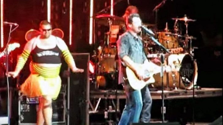 Brad Paisley Surprises Blake Shelton With Hysterical Onstage