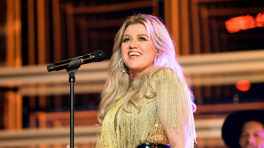 Kelly Clarkson Lost Nearly 40 Pounds Without Breaking A Sweat - And A New Diet