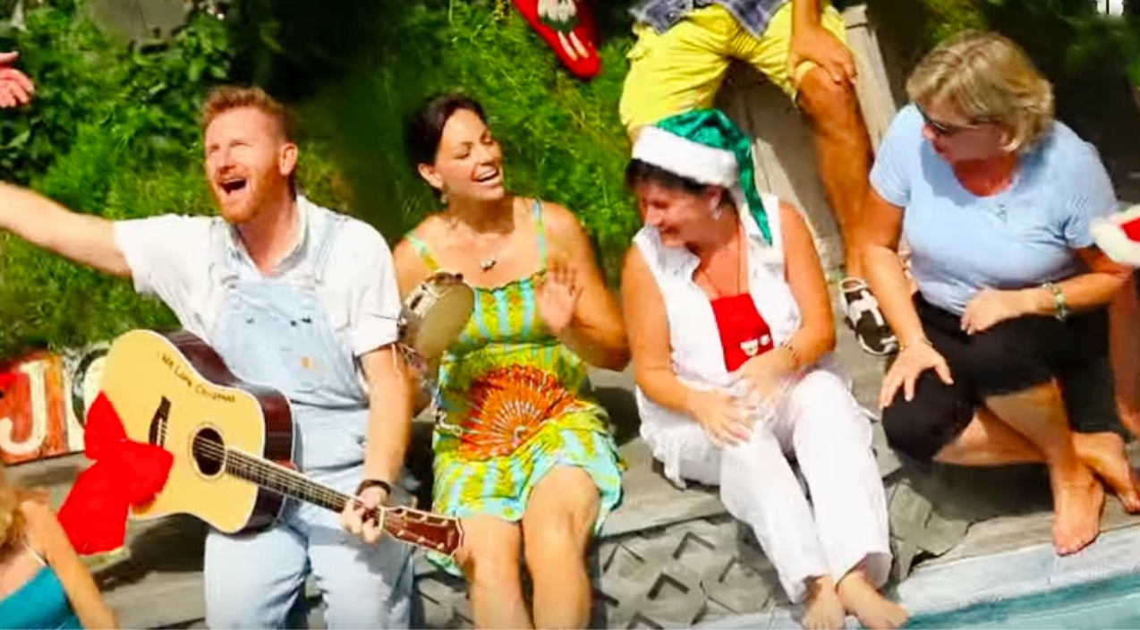 Joey + Rory\'s Tropical Twist On \'Let It Snow\' Is Christmas Comedy At ...