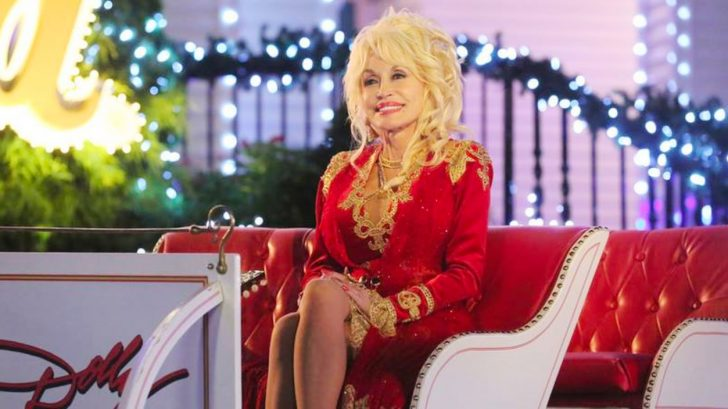 Dolly Parton Christmas.Dolly Parton To Appear In Hallmark Christmas Movie Set At