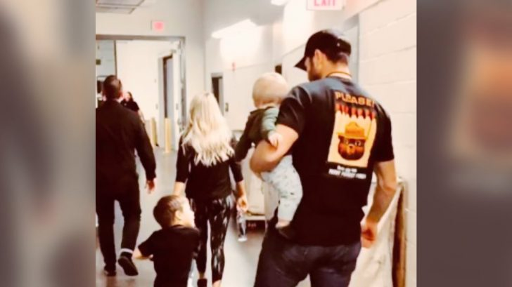 Carrie Underwood Shares Backstage Family Photo On Instagram