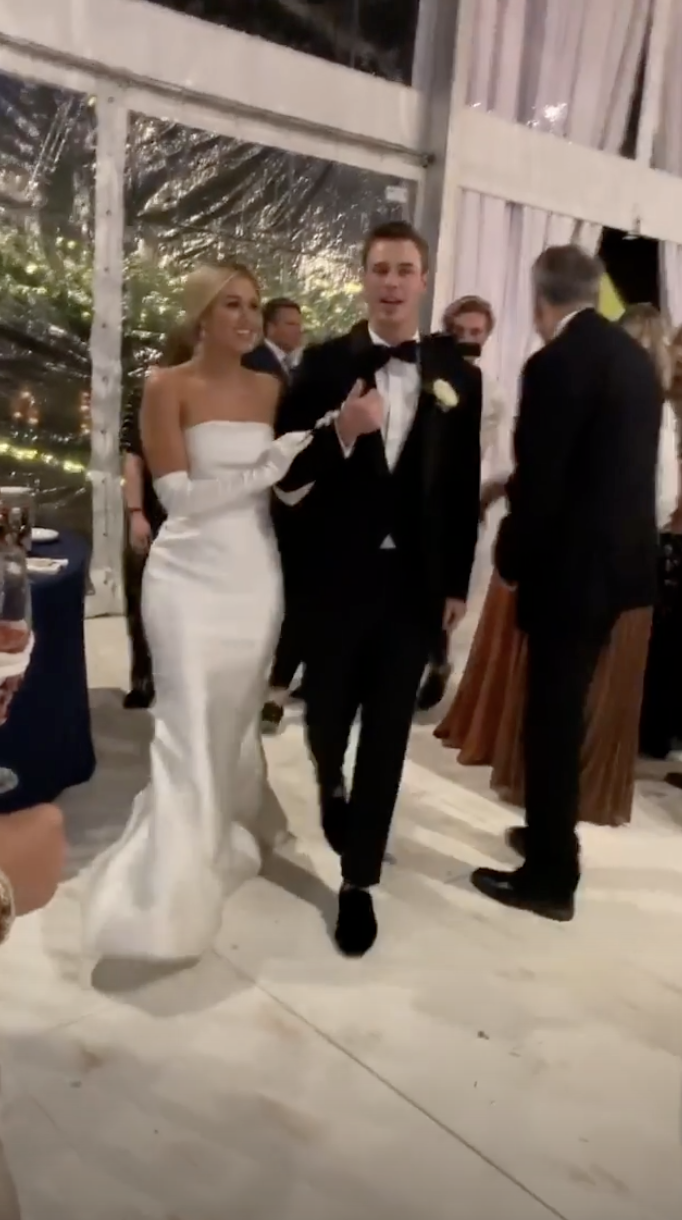 Sadie Robertson Wore 2 Dresses For Her Wedding Guests Share Photos On Social Media Country Music Family,Wedding Dress Outlet Uk