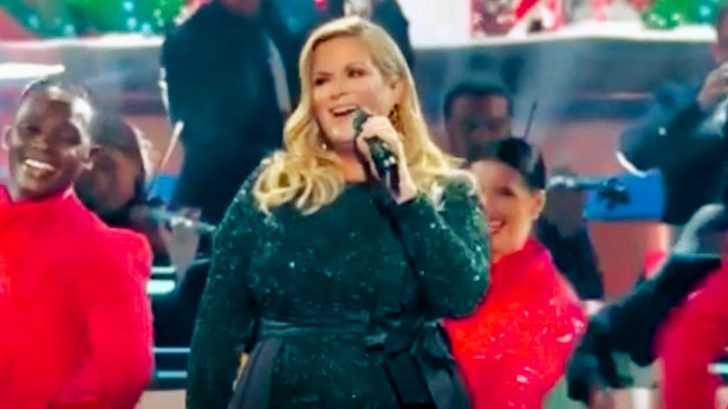 """Who Was The Oldest Performer At The Cma Country Christmas 2020 Trisha Yearwood Hosts """"CMA Country Christmas"""" – Opens With Medley"""