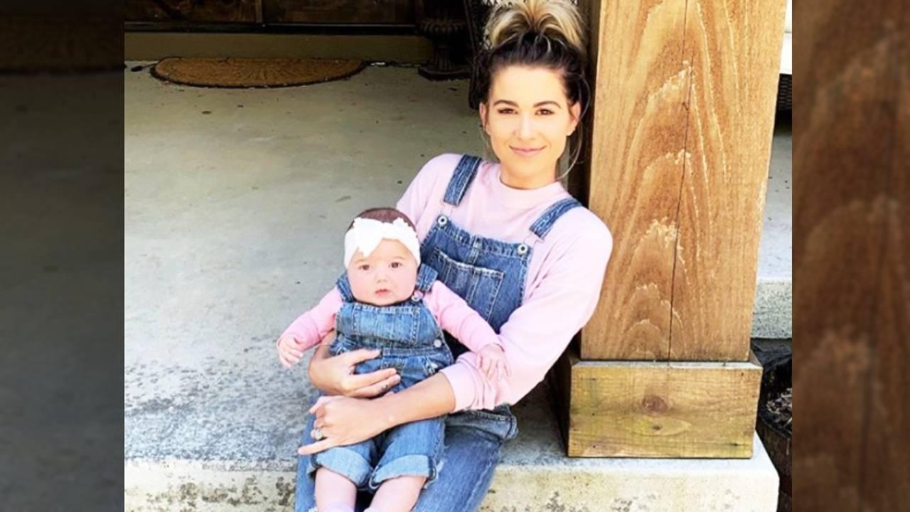 Kane Browns Wife Katelyn And Daughter Kingsley Wear -7547